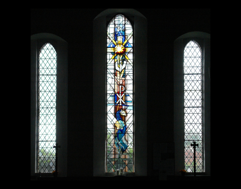 St David's Church, Newbold on Stour context view of stained glass pilgrim's window design by stained glass artist Derek Hunt FMGP